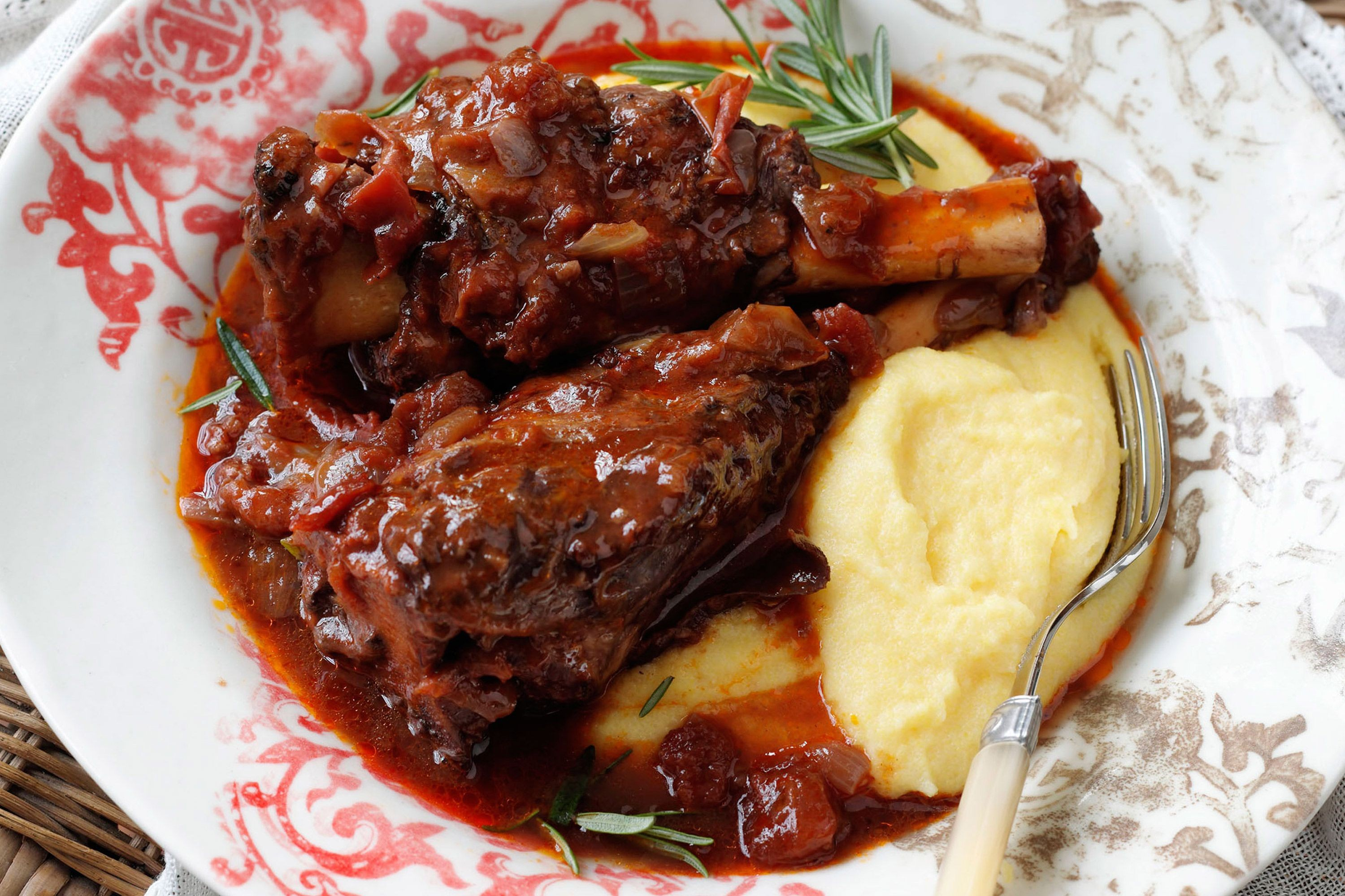 rosemary-lamb-shanks-braised-in-red-wine-79480-1